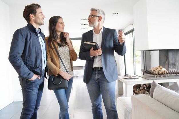 Besigtigelse af bolig med købermægler, landsdækkende og uafhængig købermægler, boligkøb, besigtigelse med fokus på boligens stand, fejl og mangler, tilstandsrapport, energimærke, elinstallationsrapport, aspekter der kan have betydning for handlen, og en vurdering af om der er grundlag for en prisforhandling.
